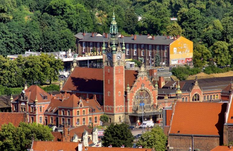 0.2 Gdańsk wikipedia_Główny,_Blick_von_Marienkirche