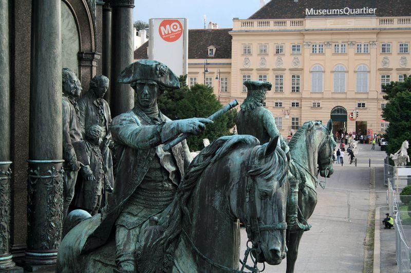 1280px-Gideon_Ernst_von_Laudon_-_Maria-Theresien-Denkmal_Wien_2008