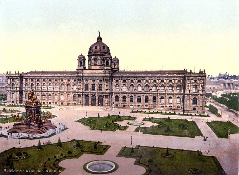 1280px-Museum_Wien_1900